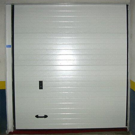 Seccional con panel tipo sándwich multiacanalado. Fijo superior (e5003)