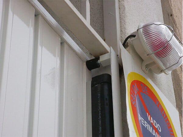 Sistema de seguridad puerta basculante